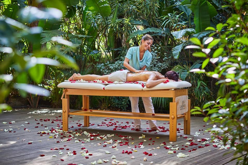 massaggio con olio ayurvedico al rote village resort in sardegna